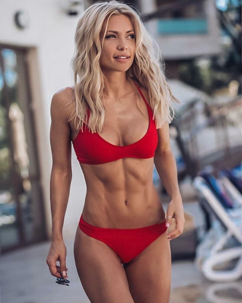 10 моделей фитнес-бикини из России