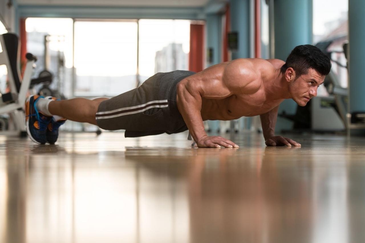 Какими упражнениями можно накачать грудь?