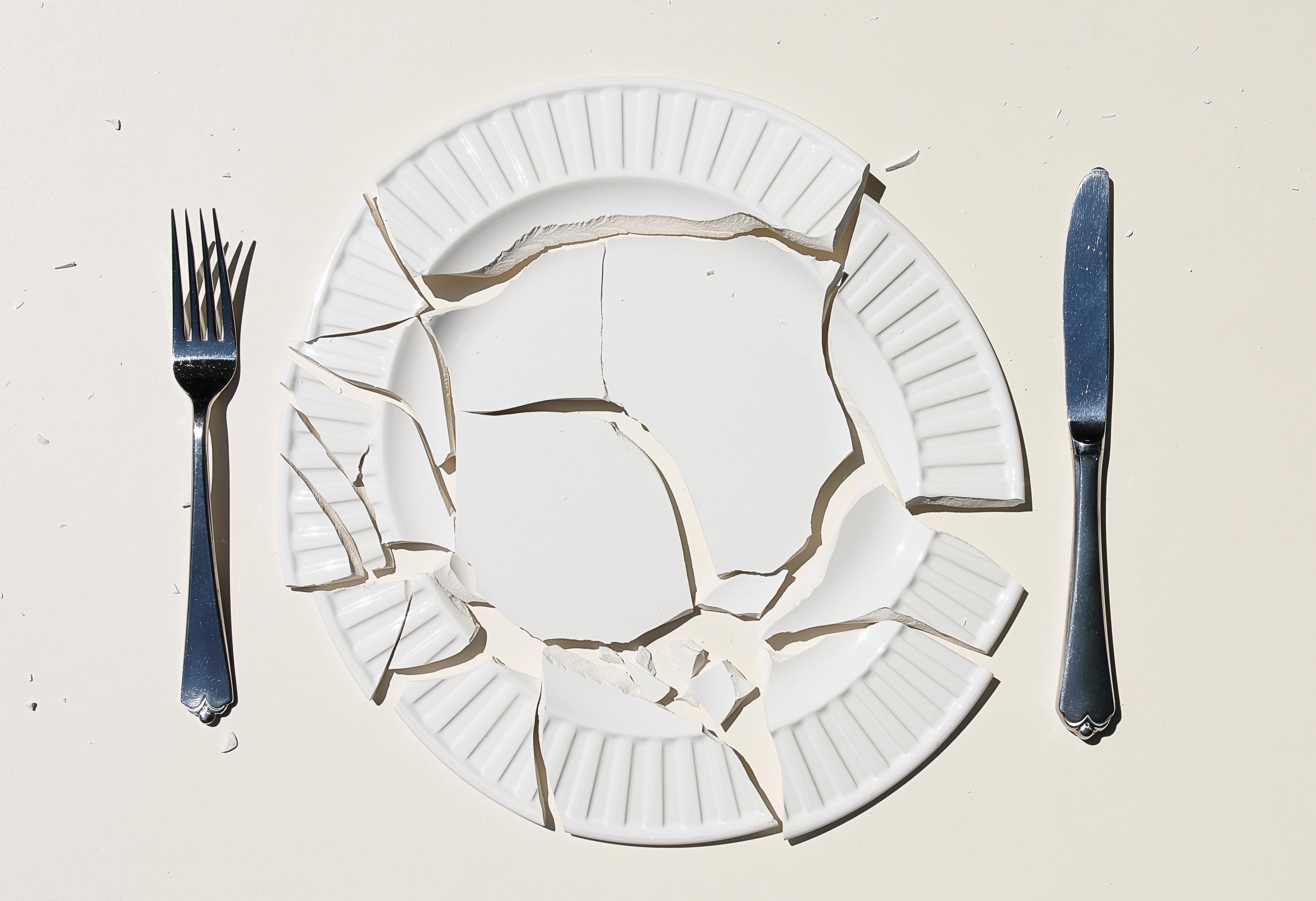 Что говорит народная примета, если разбить тарелку?