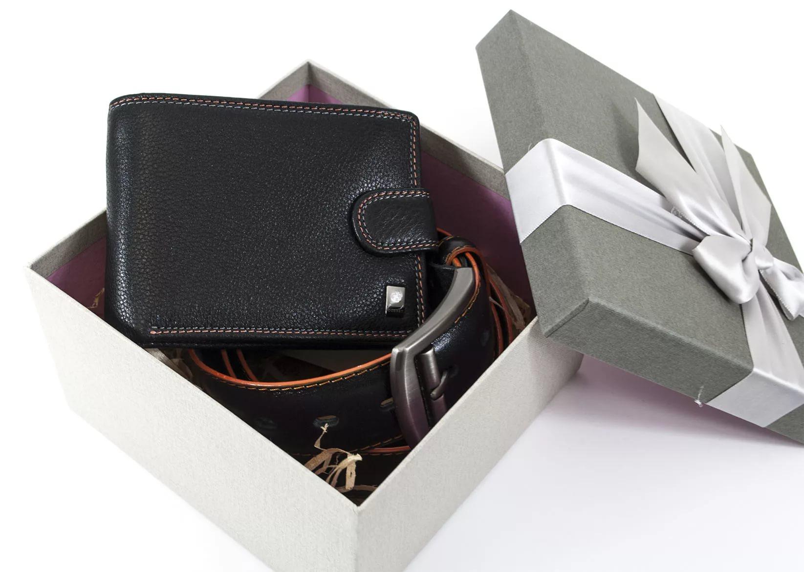 Народные приметы: можно ли дарить кошелек?