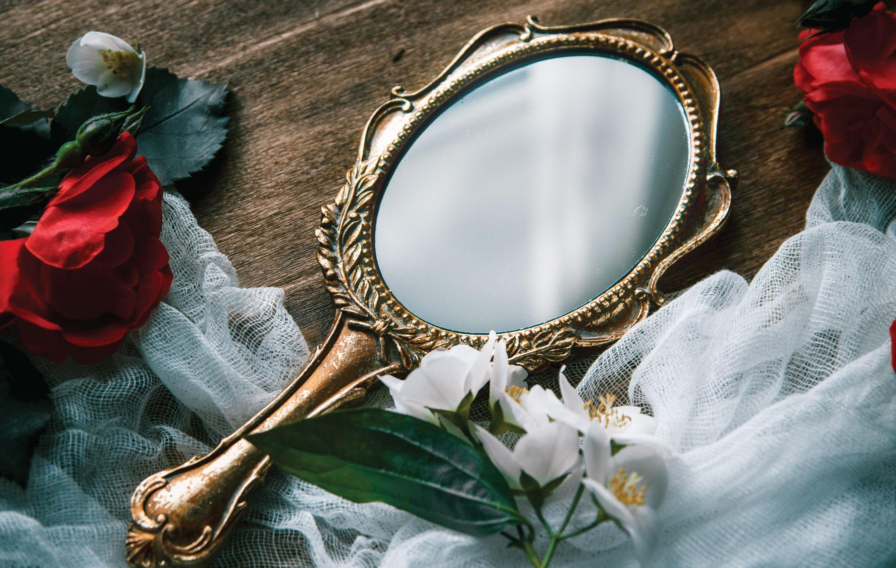 Можно ли дарить зеркало: приметы