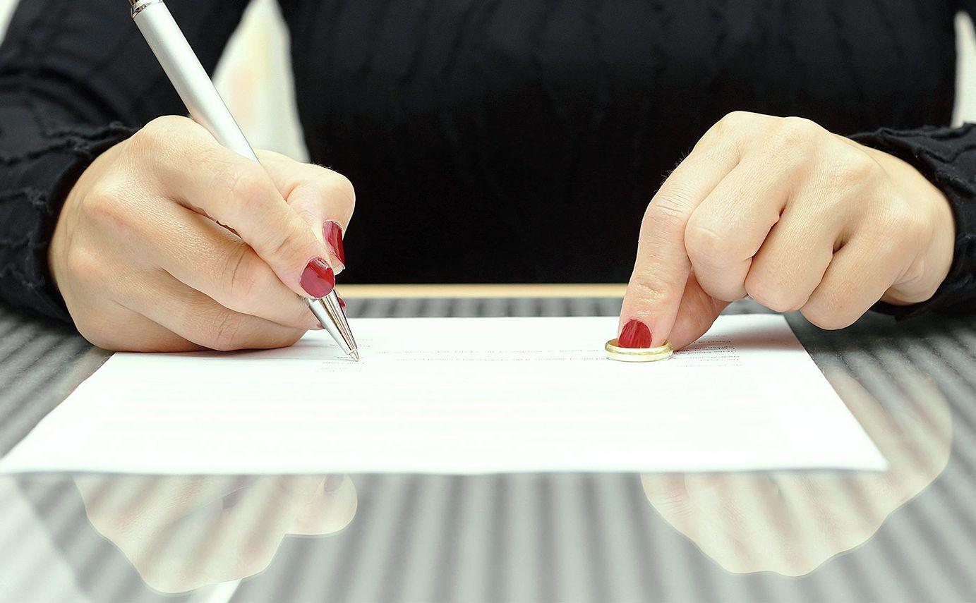 Почему женщины чаще инициируют развод?