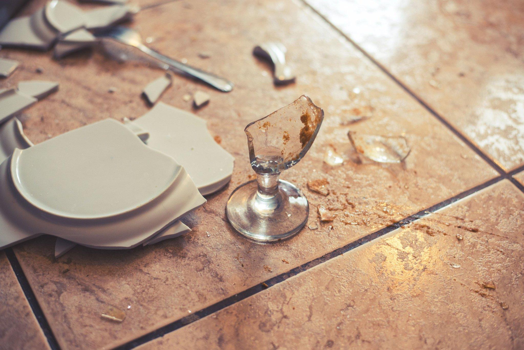 картинки разбитые блюдца