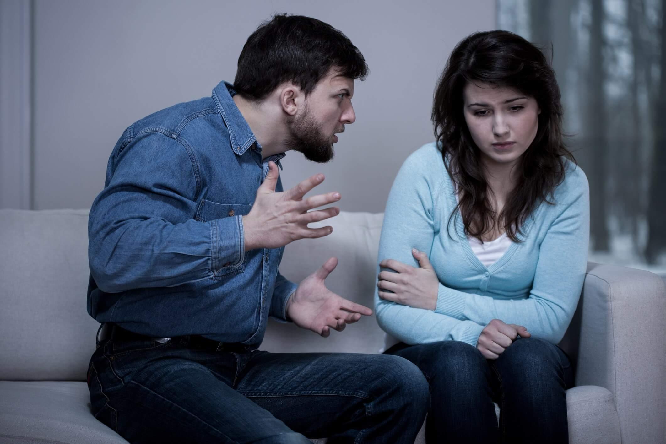 Психология: почему муж оскорбляет и унижает жену