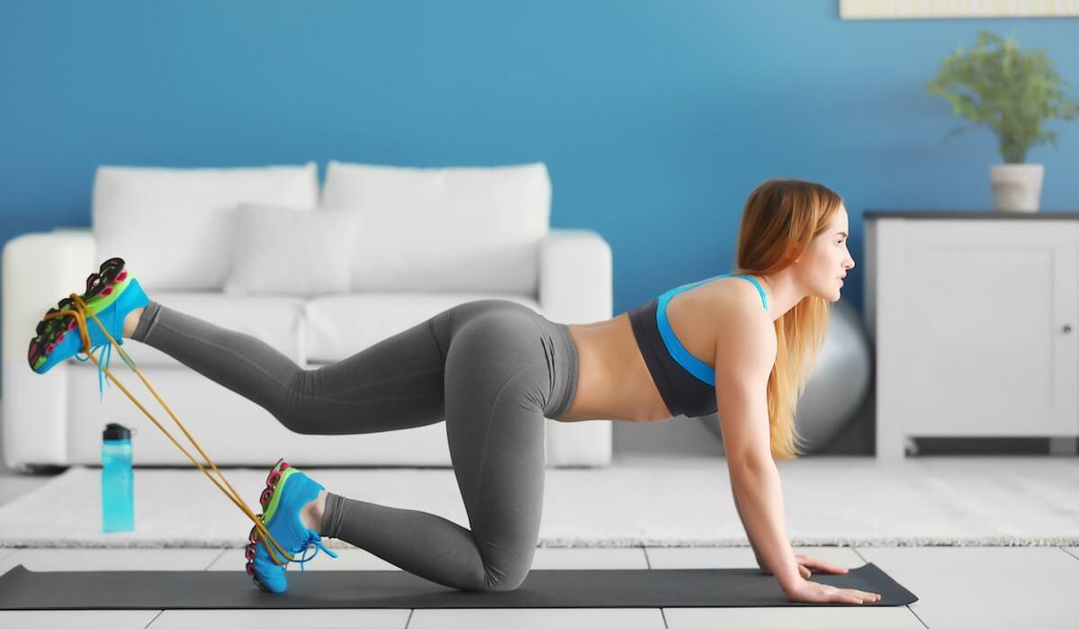Комплекс упражнений с фитнес-резинкой для красивых ягодиц