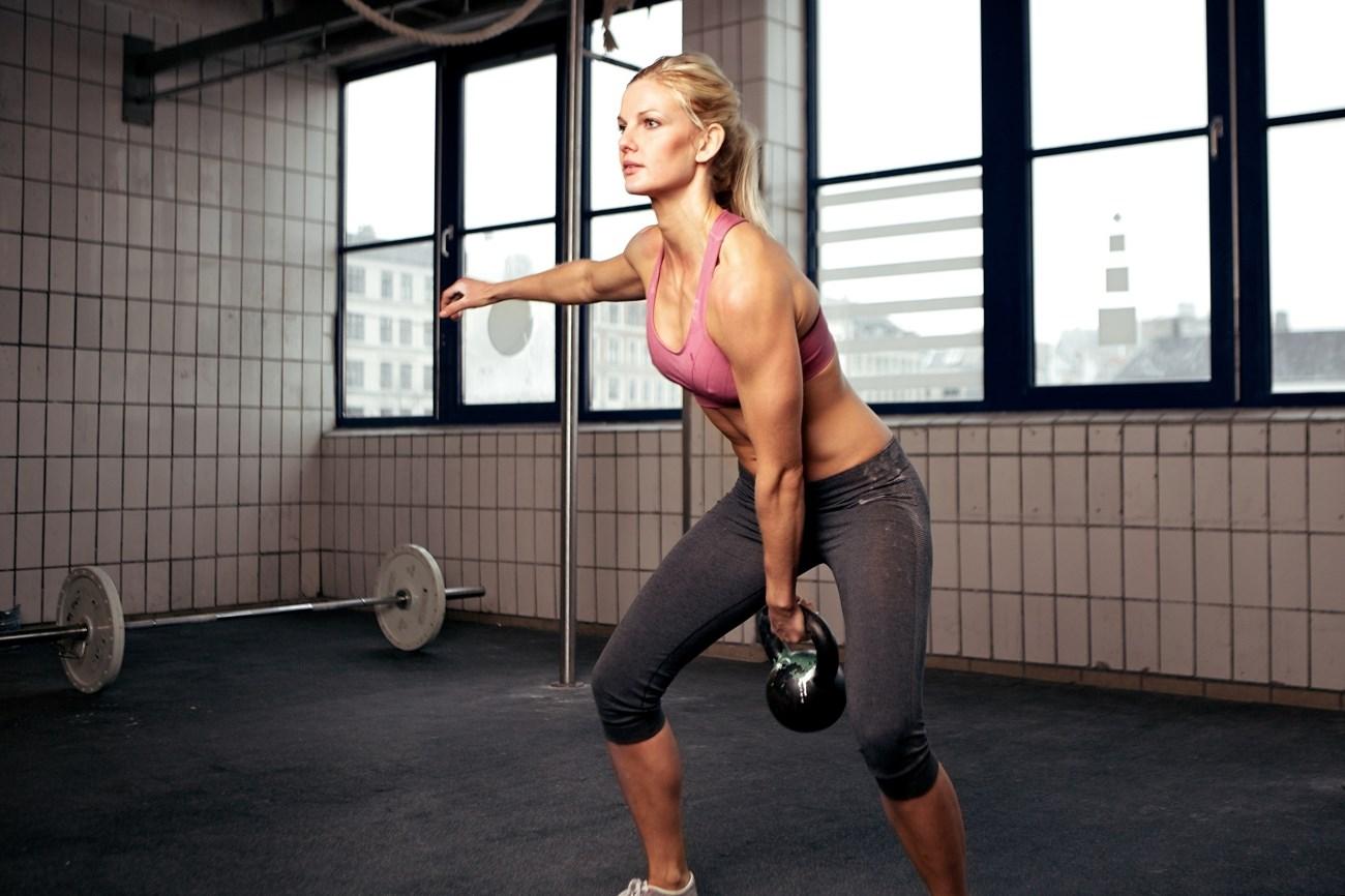 Упражнения с гирей на все мышцы для начинающих