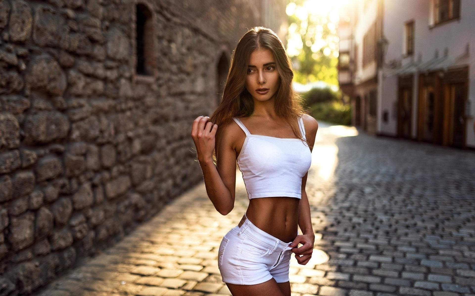 Почему мужчины предпочитают стройных девушек?