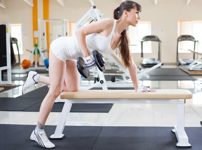 Упражнения на спину для женщин в домашних условиях