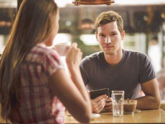 Почему затухает переписка с мужчиной в социальных сетях?